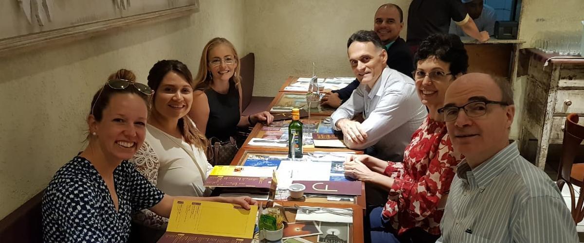 PMI RIO fortalece os laços com os parceiros acadêmicos em reunião e almoço